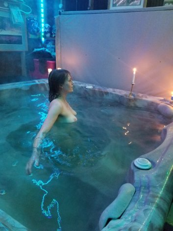 Sensual tantric session massage ( hot tub and regualr tantric) full sessions only 100$ limited time 782-0582