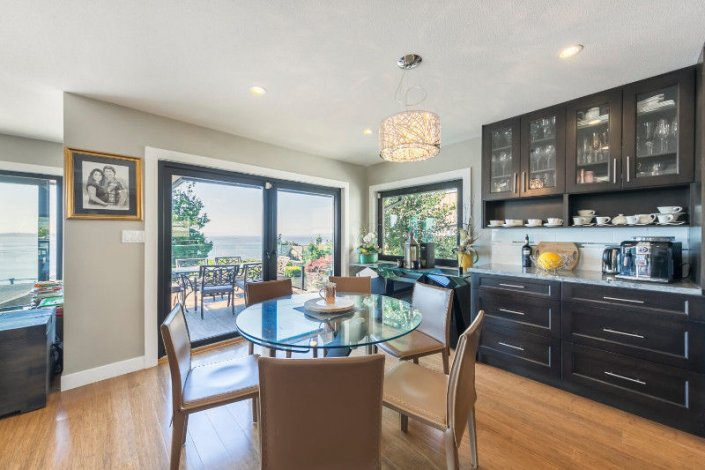 D176 - Fantastic 4 bedroom home in West Beach - White Rock