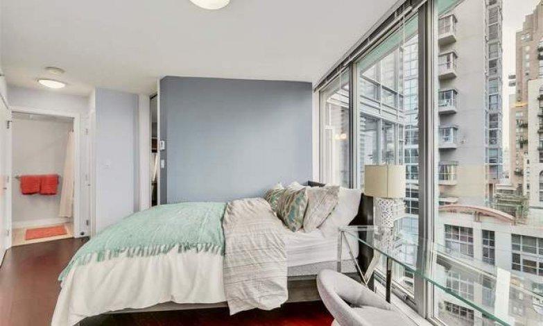 2 bedroom, 2 bathroom furnished in Yaletown
