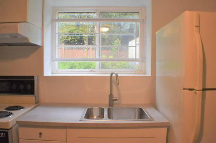 2 bdr house for rent in coquitlam