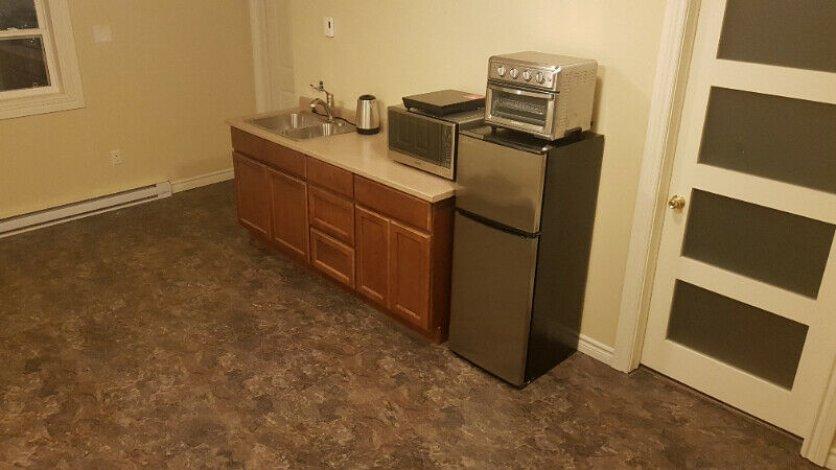 Bachelor for rent near Delta Hotel