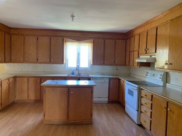 VERY SPACIOUS ONE LEVEL OCEAN FRONT PROPERTY IN MUSGRAVETOWN