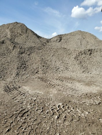 Topsoil / Road crush / Recycled Concrete