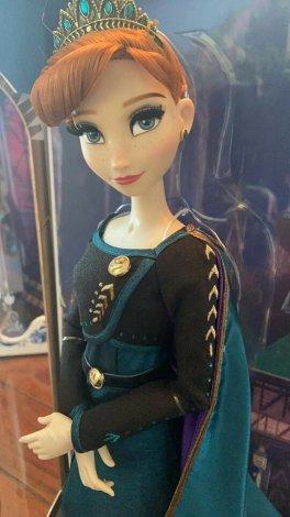 Disney Frozen Elsa and Anna queens limited dolls set
